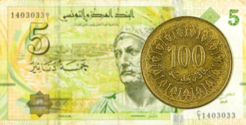 mynt för 100 tunisian millimes mot sedel för tunisian dinar 5 arkivbilder