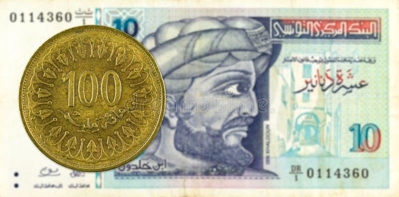 mynt för 100 tunisian millimes mot sedel för tunisian dinar 10 royaltyfri fotografi