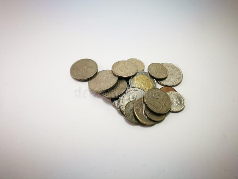 Mynt från många länder royaltyfri bild