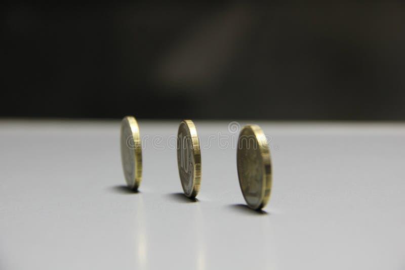 Mynt i bakgrunden royaltyfria foton