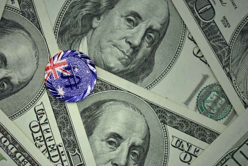 mynt med dollartecknet med nationsflaggan av Australien på bakgrunden för dollarpengarsedlar royaltyfri bild