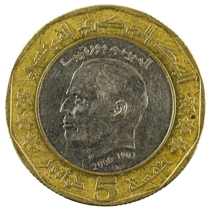 Mynt 2002 som för tunisian dinar fem isoleras på vit bakgrund royaltyfria bilder