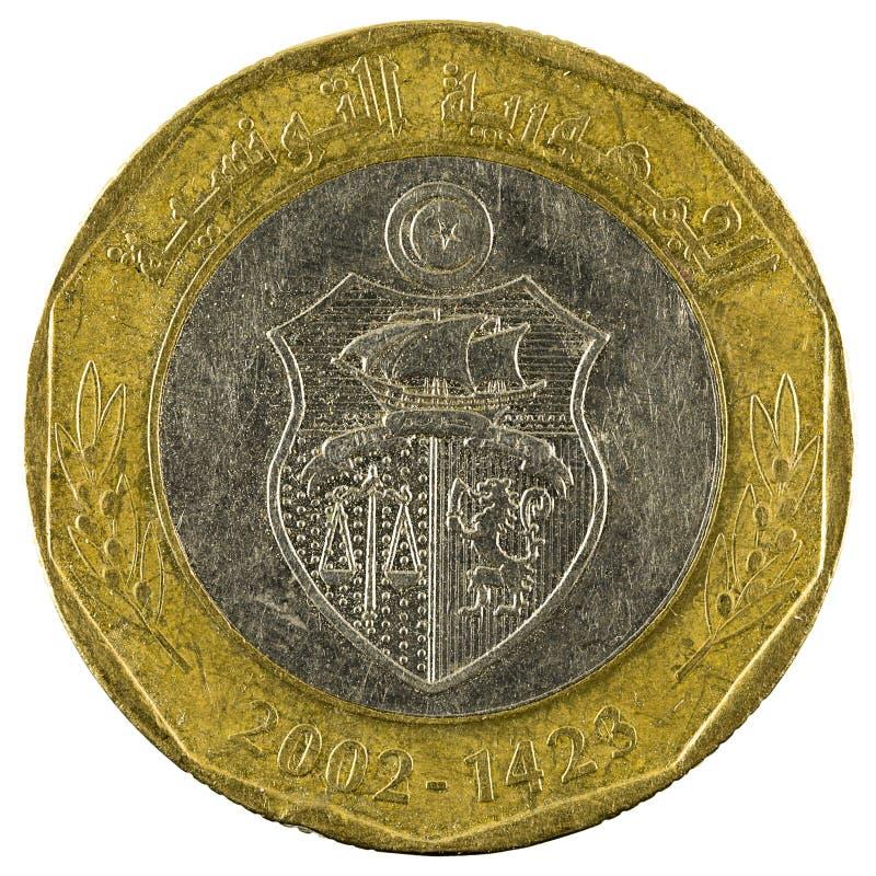 Mynt 2002 som för tunisian dinar fem isoleras på vit bakgrund royaltyfri bild