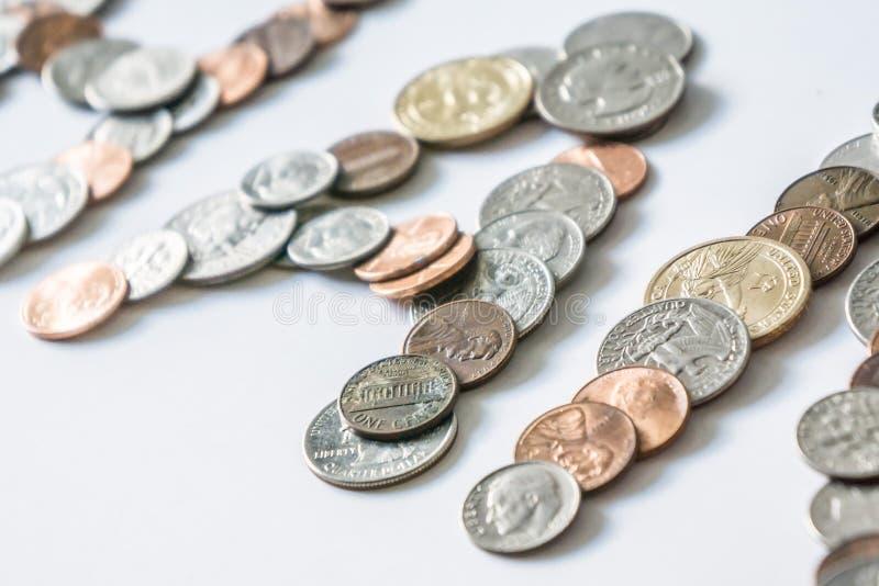 Mynt som isoleras på fast vit bakgrund som stavar ordpengarna royaltyfri foto