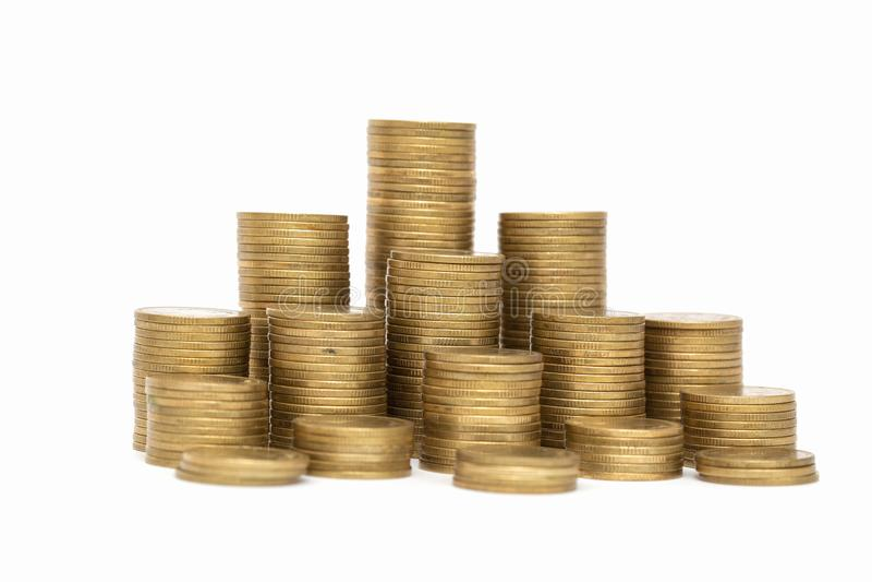 Mynt som staplas p? de i olika positioner, pengarbesparing, ledning f?r finansiell risk, aff?rsinvestering royaltyfria bilder