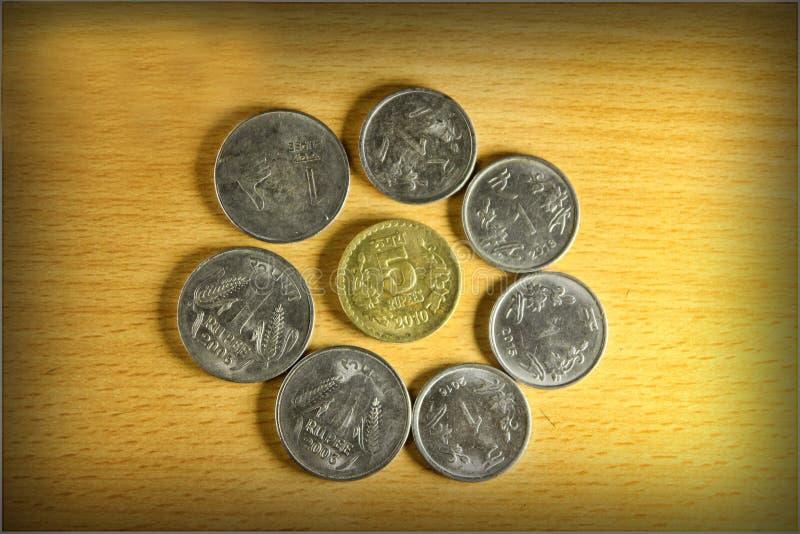 Mynten är i en cirkel arkivbild