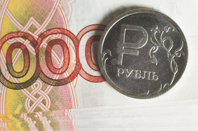 Myntnärbild för rysk rubel Affärsidé av rik, rikedom-, vinst- och finansbakgrund mycket pengar arkivfoto