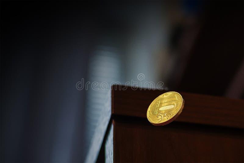Myntnedgångar av tabellen arkivfoton