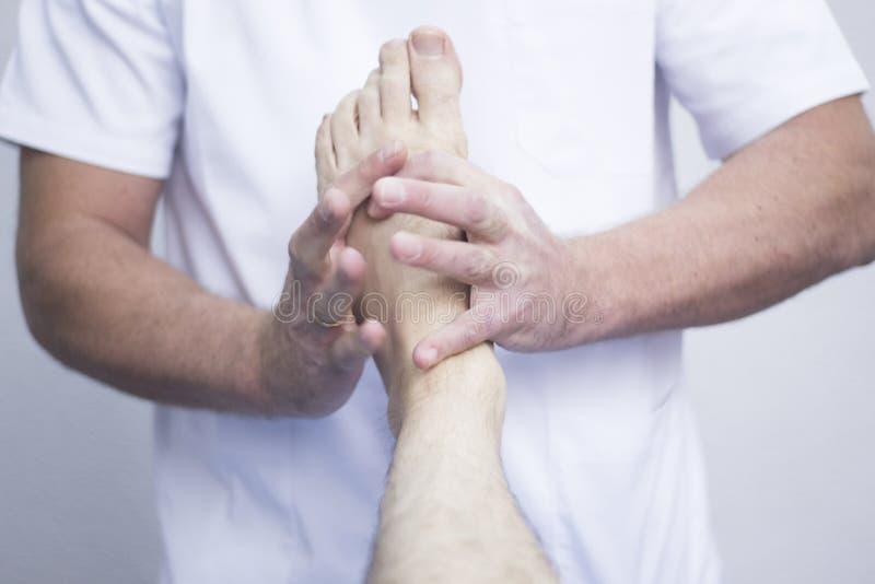 Myofascial整骨疗法物理疗法 免版税库存照片