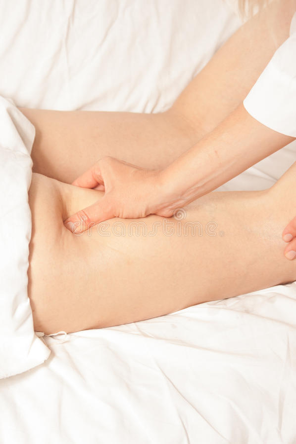 Myotherapy et points de déclenchement sur des biceps image libre de droits