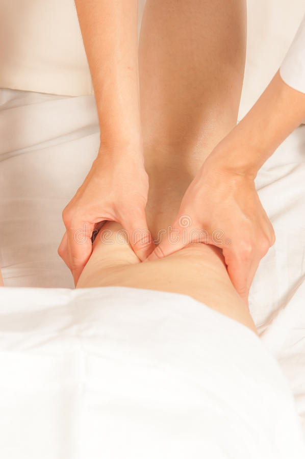 Myotherapy et points de déclenchement sur des biceps photographie stock