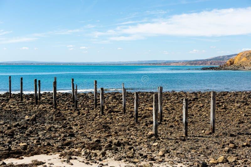Myponga Jetty ruiny na spokojnym jaskrawym słonecznym dniu przy Myponga plaży Fleurieu półwysepem na 27th 2019 marszu obrazy stock
