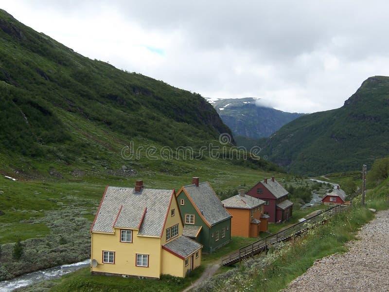 MYRDAL NORGE - juli 18 2007 Sikt över den Myrdal byn på föreningspunkten av Olso-Bergen järnväg och spektakulära Flamsbana royaltyfri bild