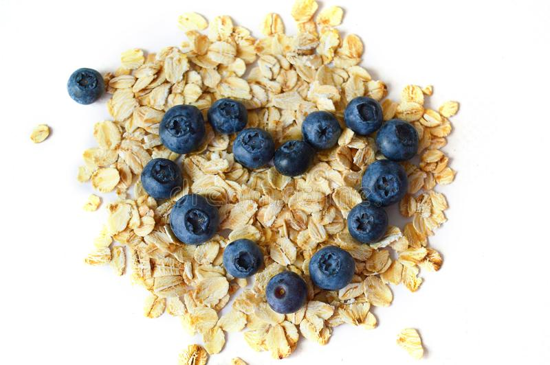 Myrtilles et farine d'avoine Le concept de la nutrition saine, r?gime photographie stock libre de droits
