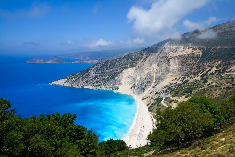Myrtos strand på den Kefalonia ön, Grekland fotografering för bildbyråer