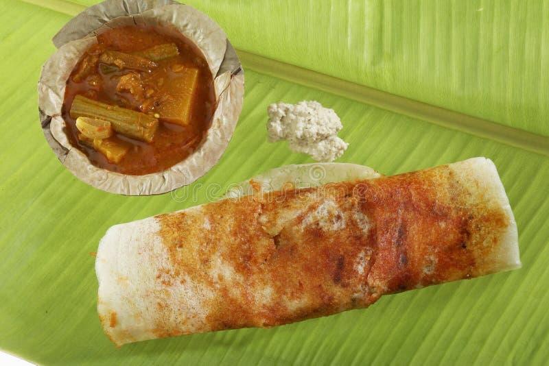 Mysore Masala Dosa bourré de la pomme de terre Masala, chutney et du Sambhar images libres de droits