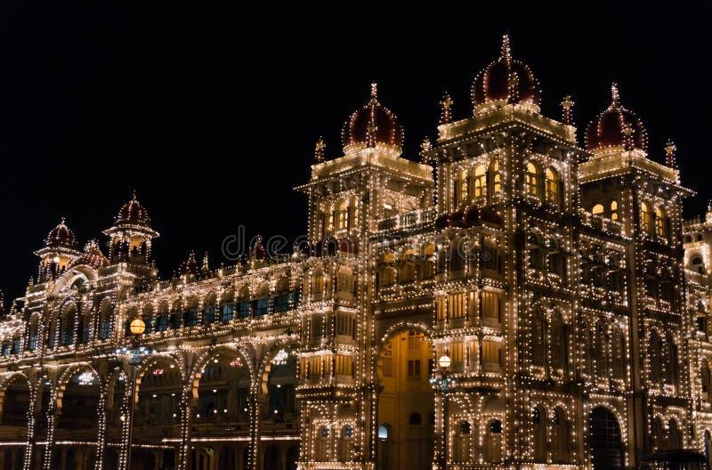 Mysore pałac iluminujący tysiącami lightbulbs Mysore, Karnataka, India zdjęcie stock