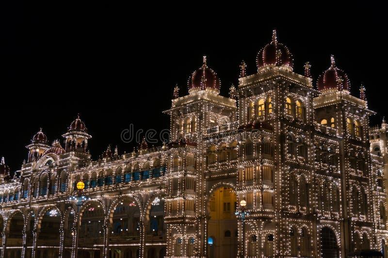 Mysore pałac iluminujący tysiącami lightbulbs Mysore, Karnataka, India obrazy stock