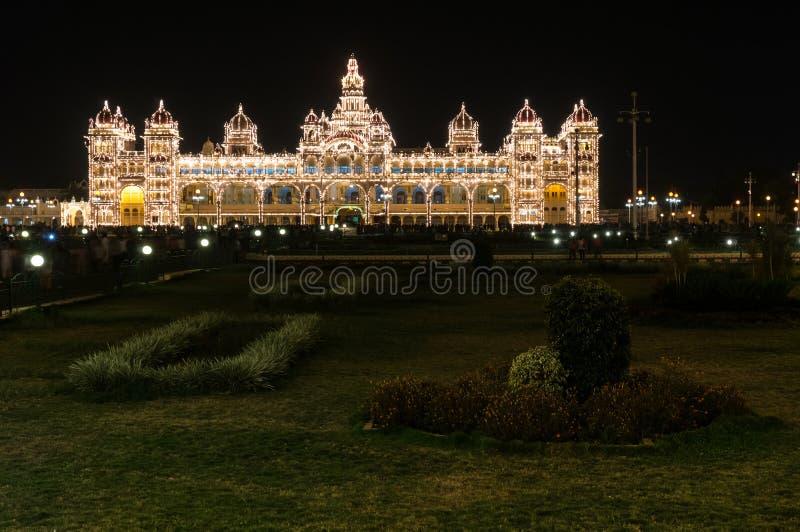 Mysore pałac iluminujący tysiącami lightbulbs Mysore, Karnataka, India obrazy royalty free