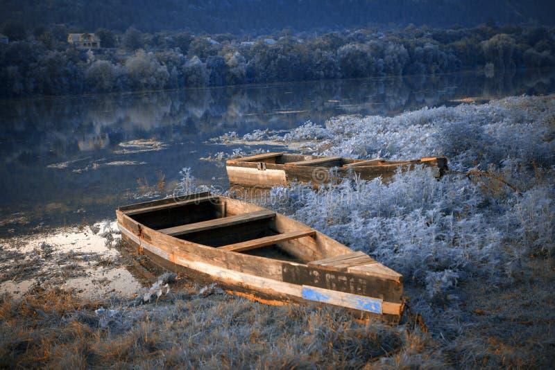 Mysteriöser Platz mit Booten stockfoto