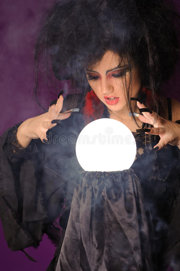 Free Mysterious Fashion Witch Royalty Free Stock Images - 31418889