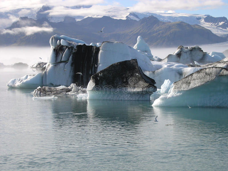 "The mysterious ""Jokulsarlon lake"" in Iceland"