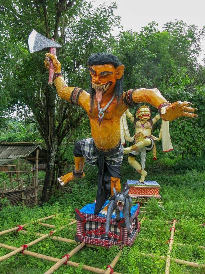 Mysticusstandbeeld die van Ogoh Ogoh negatief energie en kwaad voor parade van Nyepi-Dag tonen Bali Ogoh Ogoh is een reuzeschepse stock foto