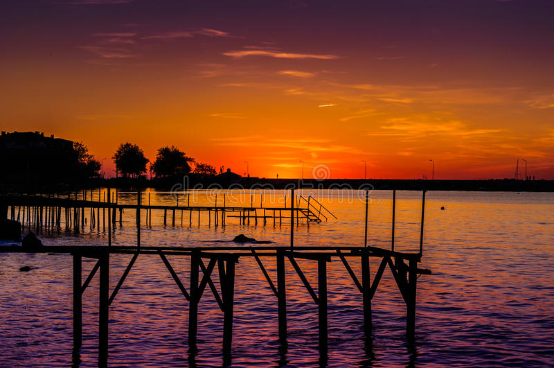 Mystische Sonnenuntergang-Bucht stockfotografie