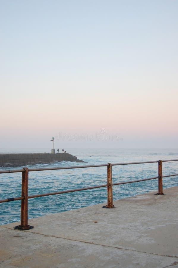 Mystischer Pier am Sonnenuntergang lizenzfreie stockfotos