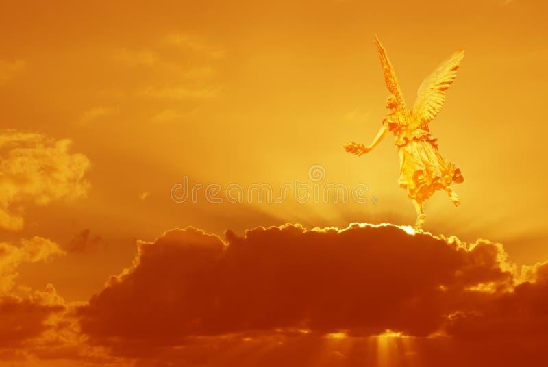 Mystisk ängel i himmel royaltyfri foto