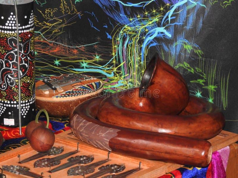 Mystisk bakgrund med rituella objekt av esoteriskt som ?r ockulta, sp?dom, magiska objekt Ockult, esoteriskt, sp?dom och arkivfoto