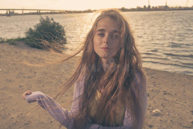 Mystisk blond haired flicka royaltyfri foto