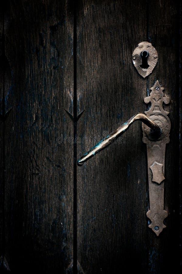 Mystisk gammal dörr royaltyfria bilder