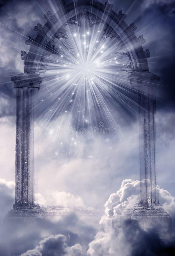 Mystisk gudomlig ängelport till Paradise med strålar av ljus och stjärnor stock illustrationer