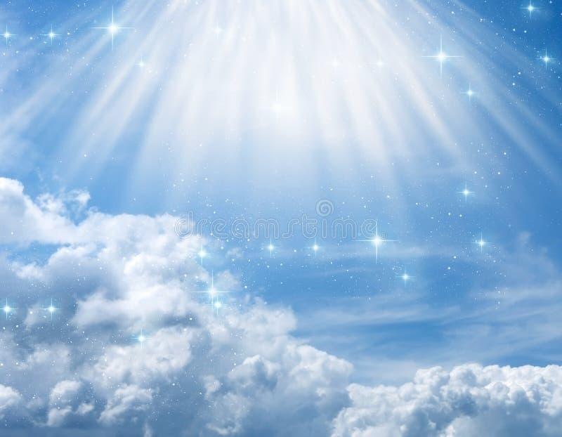 Mystisk gudomlig änglalik bakgrund med gudomliga strålar av ljus royaltyfri bild