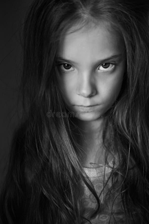Mystisk liten flicka med långt hår royaltyfria bilder