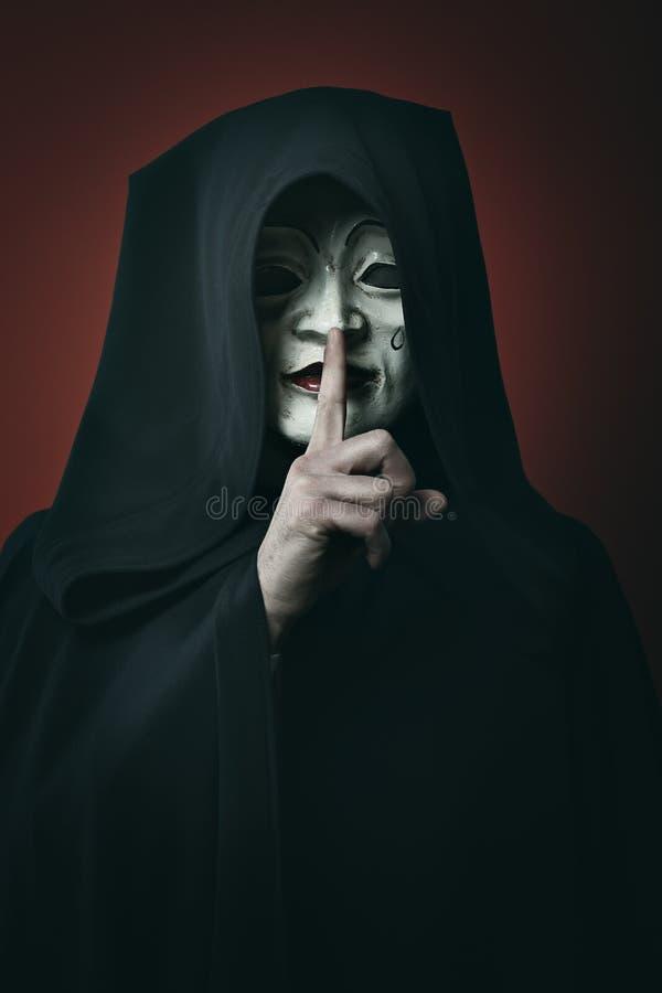 Mystisk maskerad man fotografering för bildbyråer