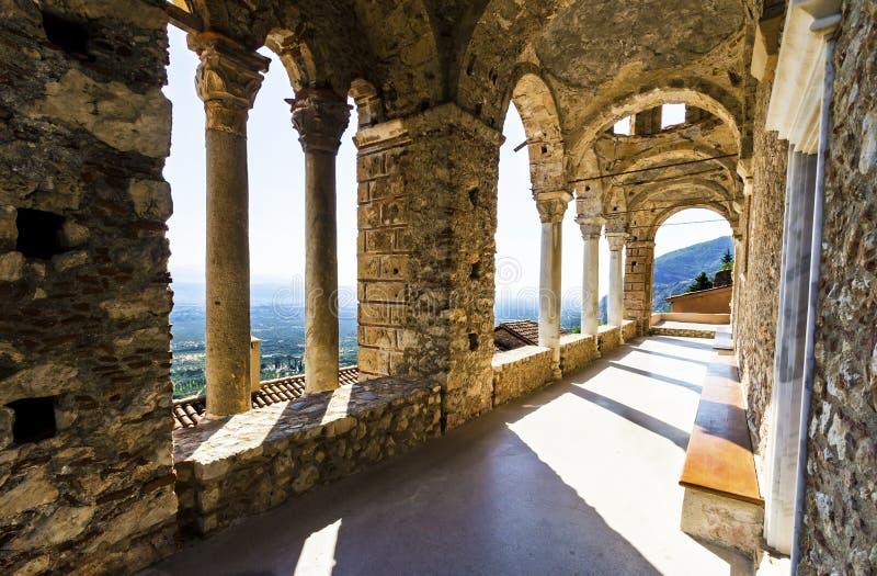 Mystiska Mystras, Panayia Pantanassa kloster royaltyfria bilder