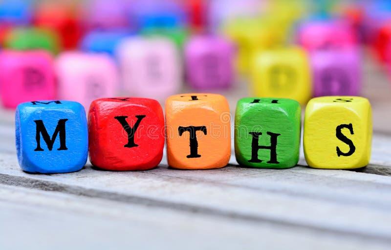 Mythen fassen auf Tabelle ab stockfotografie