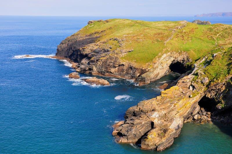 Mythisches Tintagel, Cornwall vom Küstenfußweg lizenzfreie stockbilder