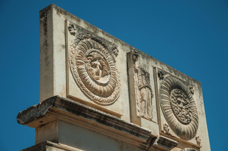 Mythologisches Gesicht geschnitzt im Marmorblock bei Roman Forum in Mérida lizenzfreie stockfotografie