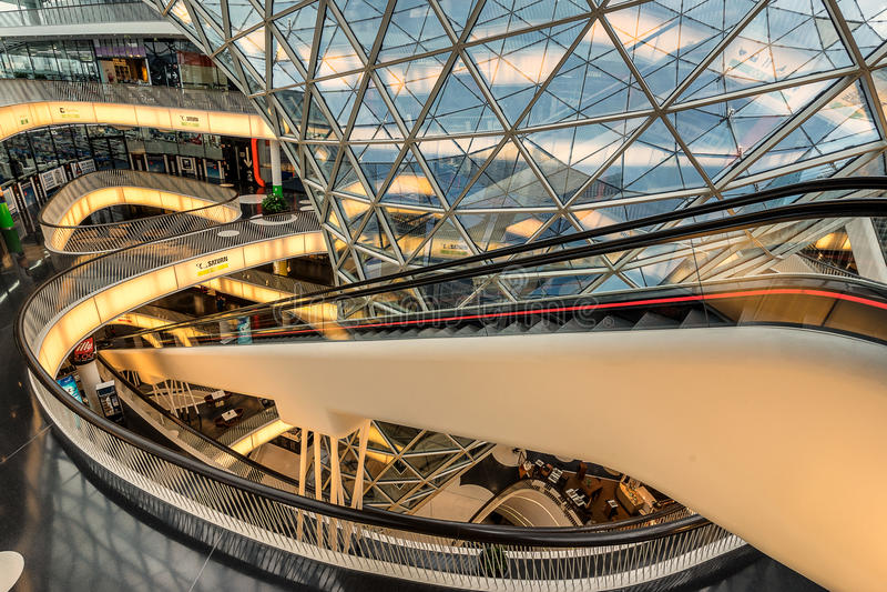 MyZeil-Einkaufszentrum in Frankfurt am Main lizenzfreie stockfotografie