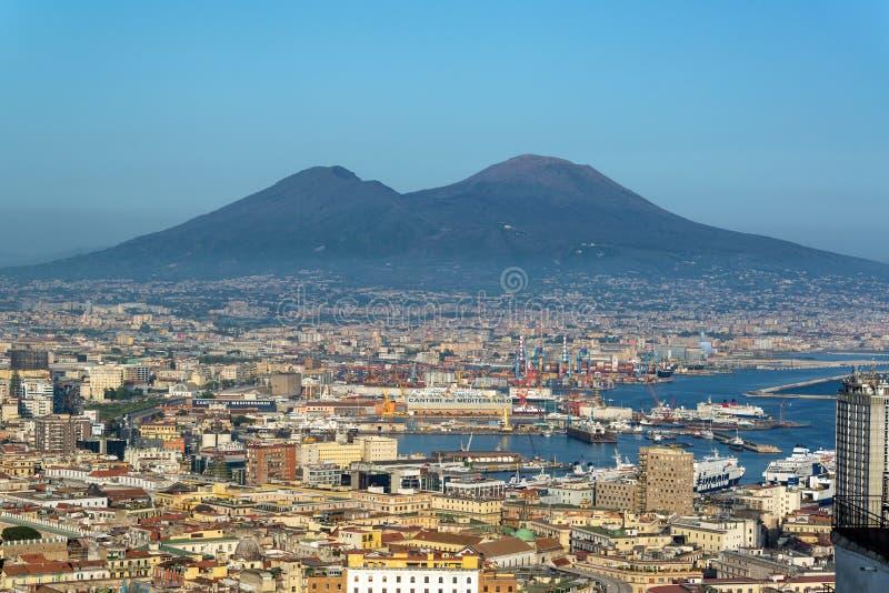 Nápoles e Mt o Vesúvio fotografia de stock royalty free