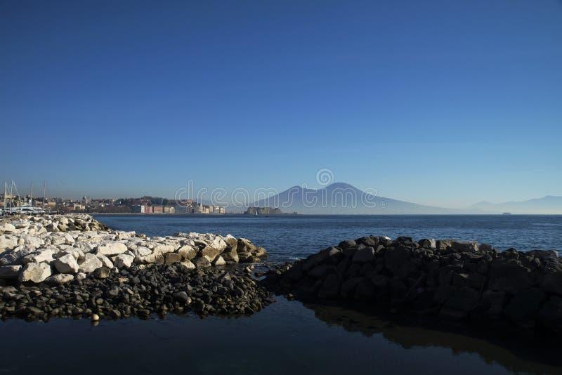 Nápoles e Mt vesuvius fotos de stock royalty free