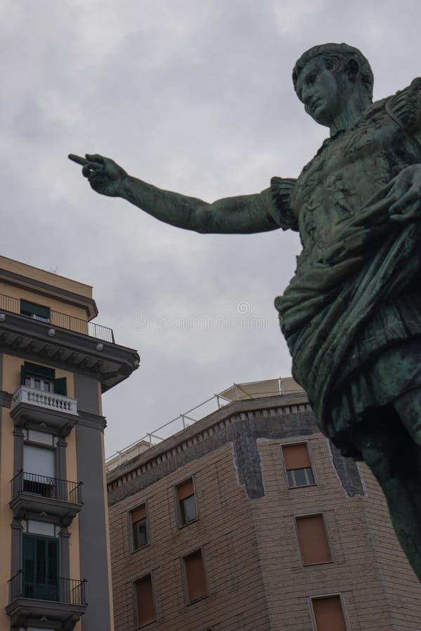 NÁPOLES, ITÁLIA - 4 de novembro de 2018 Statua di Augusto imagem de stock
