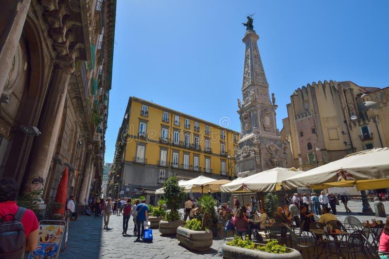Nápoles, ITALIA, el 1 de junio: Calles de Nápoles, en Italia el 1 de junio de 2016 fotos de archivo