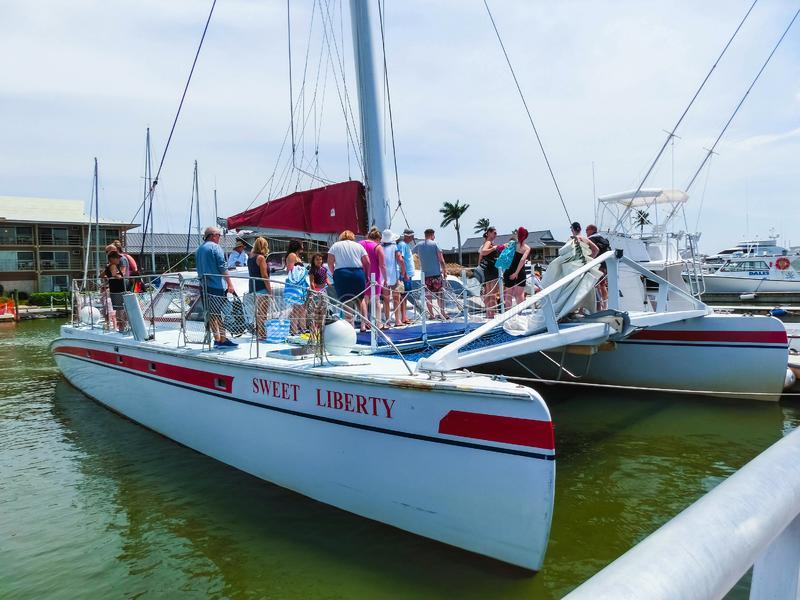 Nápoles, los E.E.U.U. - 8 de mayo de 2018: Puerto deportivo y costa del barco en Nápoles, la Florida imagen de archivo libre de regalías