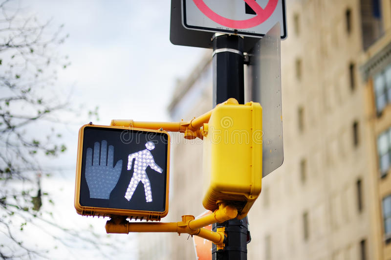 Não anda o sinal de tráfego de New York fotos de stock royalty free