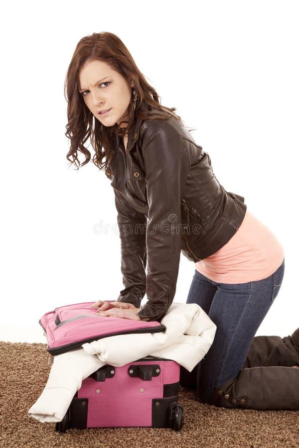 Não caberá na mala de viagem louca fotos de stock