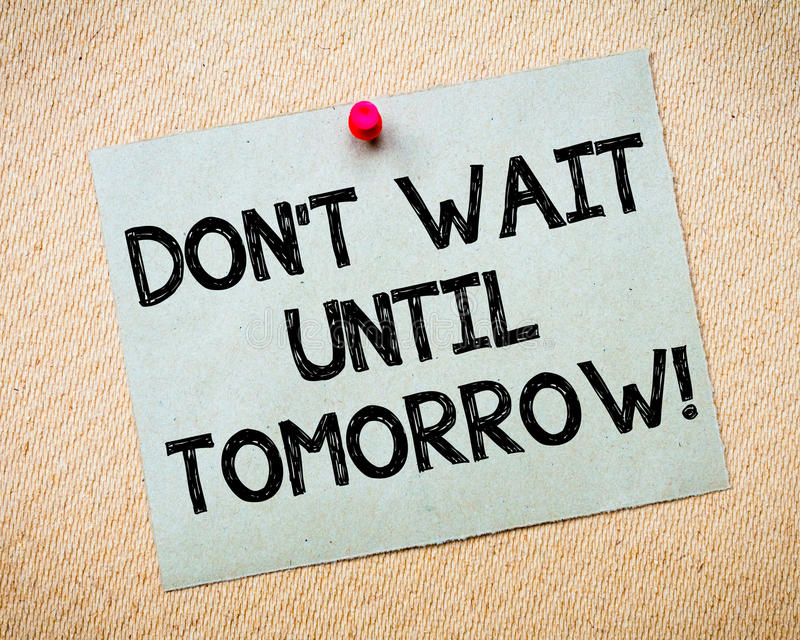 Não espere até a mensagem inspirador do amanhã fotografia de stock